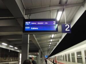 この電車に乗ります